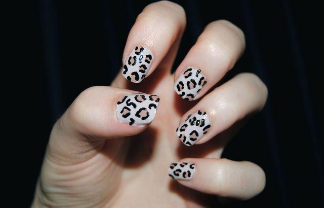 Французский маникюр в леопардовом стиле