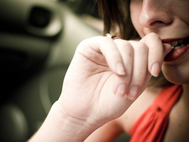 Как побороть привычку грызть ногти