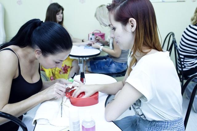 Образовательный процесс в центрах обучения маникюра
