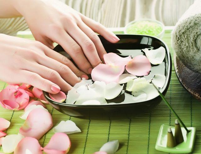 Народные рецепты по уходу за руками и ногтями