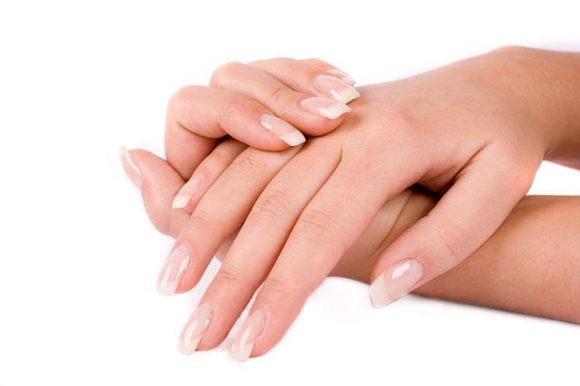 Укрепляем хрупкие и слоящиеся ногти