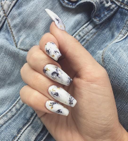 Идея для креативного маникюра магнитный лак для ногтей