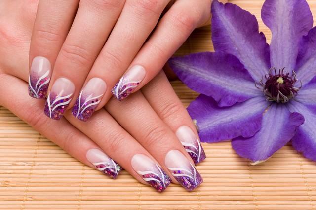 Наклейки на ногти – быстрый вариант нейл-арта